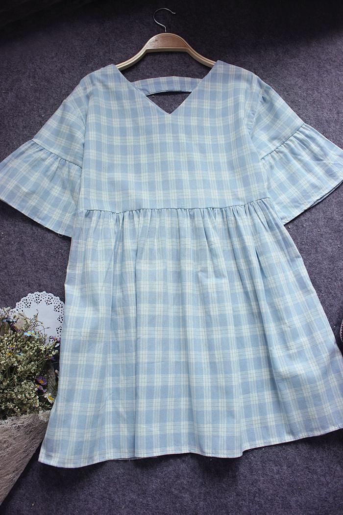 森系宽松格子喇叭袖棉麻连衣裙图片
