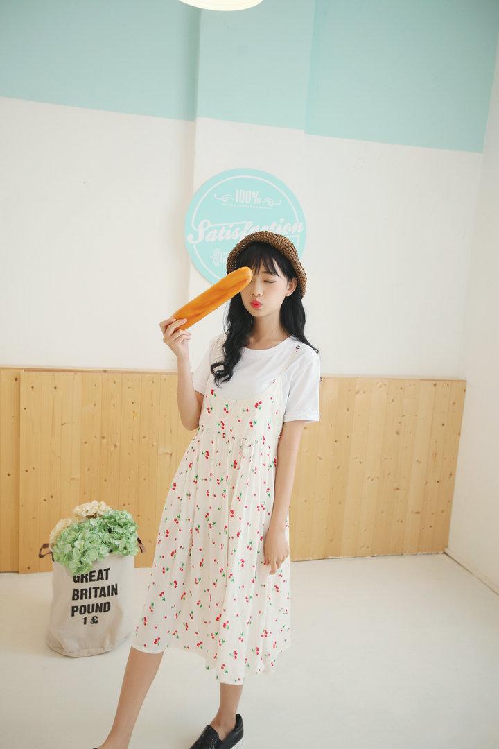 可爱樱桃吊带连衣裙