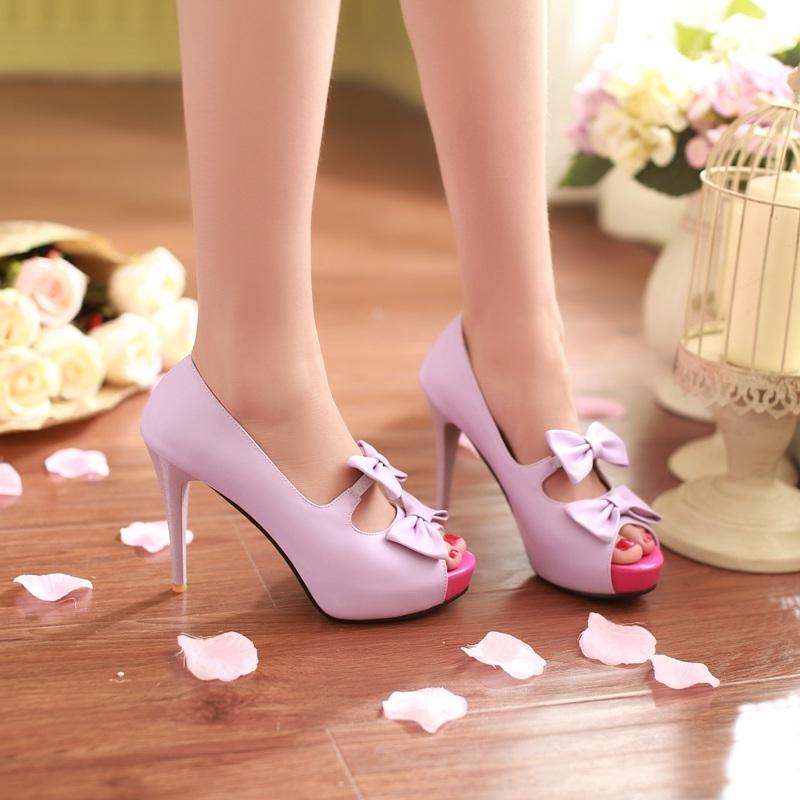非常甜美的一款高跟鞋,蝴蝶结特别可爱淑女喔,超高细跟,充满女人味