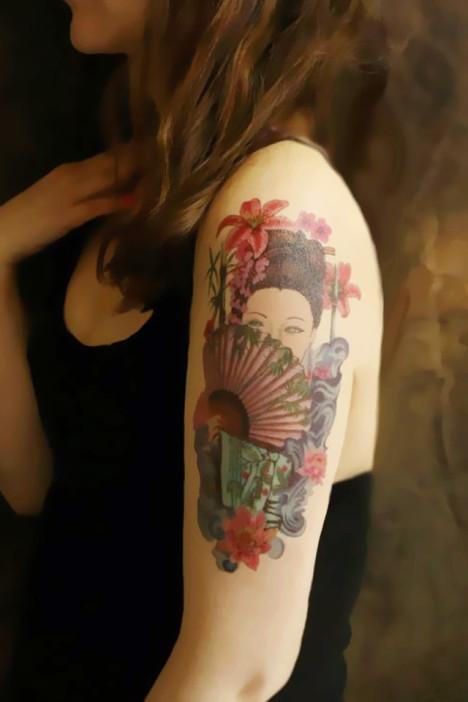 花旦拿扇子的纹身图案分享展示图片