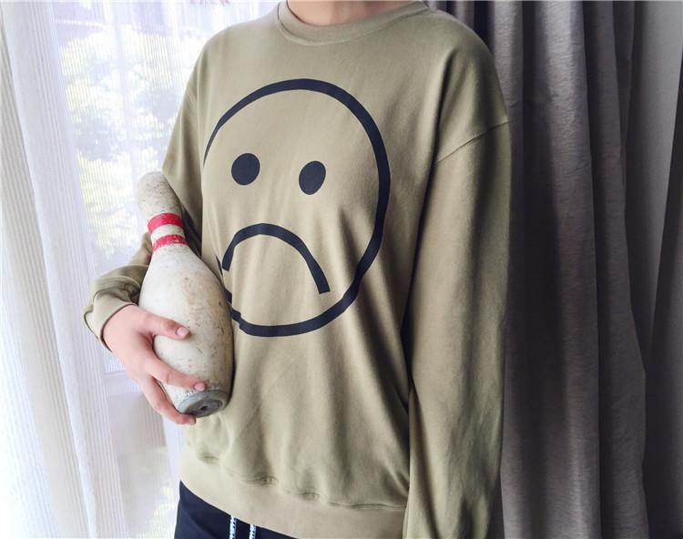 衣长:中长款(66-80cm) 版型:宽松 款式:套头 厚薄:普通 图案:哭脸