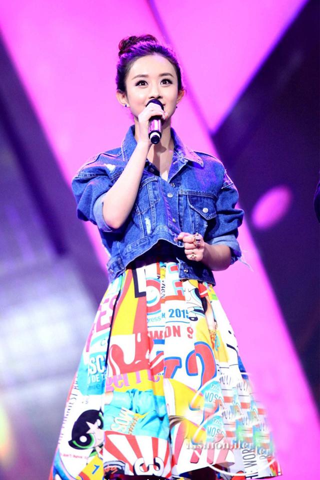 赵丽颖同款牛仔外套卡通印花连衣裙 产品参数 袖型:常规袖 细节:裙子