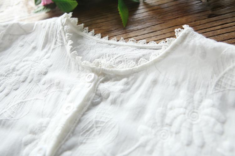 森女文艺小清新花边立领收腰花朵刺绣衬衫