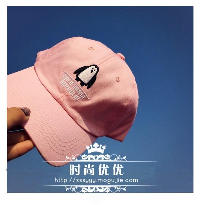 黑粉两色,可做情侣款哦~~~ 产品参数 材质:帆布 款式:棒球帽 元素